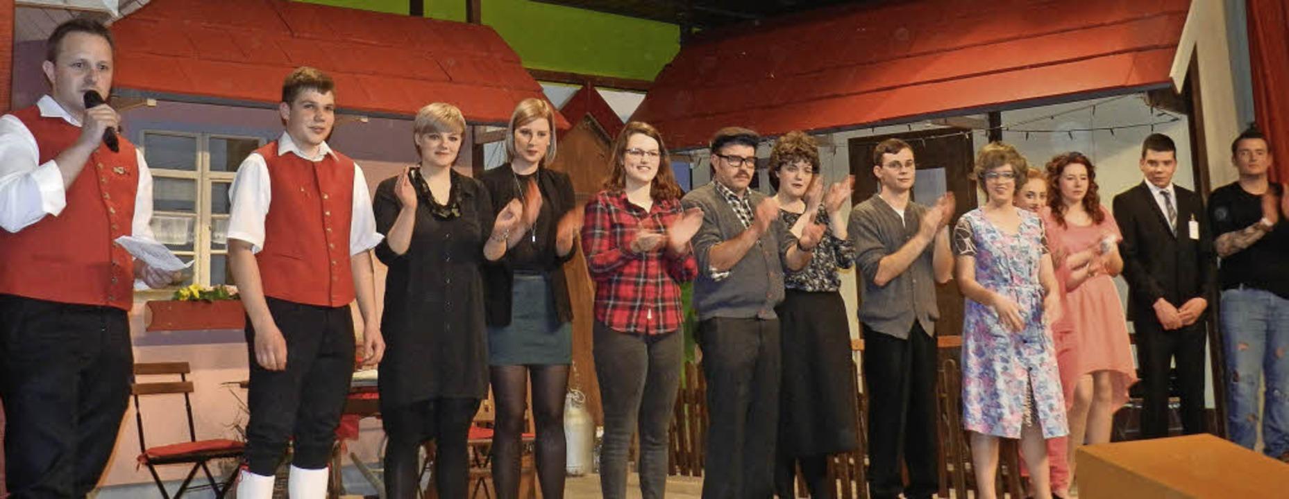 Volles Haus und begeistertes Publikum:...nder Laienspieler der Trachtenkapelle   | Foto: Wiezel