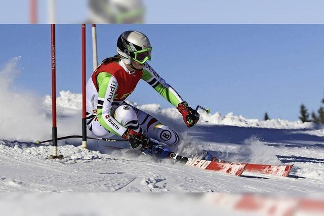 Auf einem Ski am Schweizer Kreuz