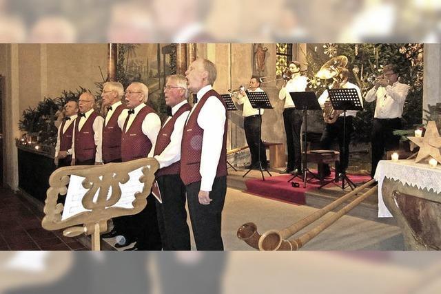 Kleiner Chor und Bläser begeistern