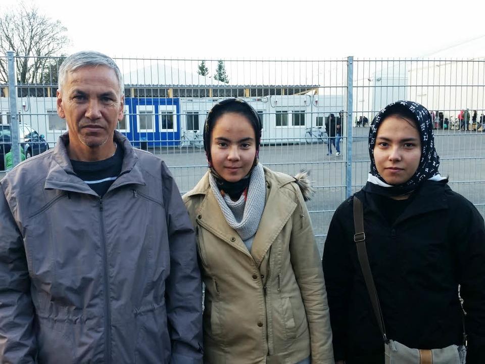 Die Familie Jalili aus Afghanistan woh...n Töchtern Narges (16) und Nasrin (15)    Foto: David Weigend