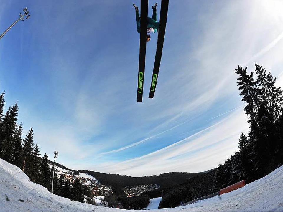 Der Weltcup der Nordischen Kombinierer...l auf Anfang März 2016 verlegt werden.  | Foto: Patrick Seeger