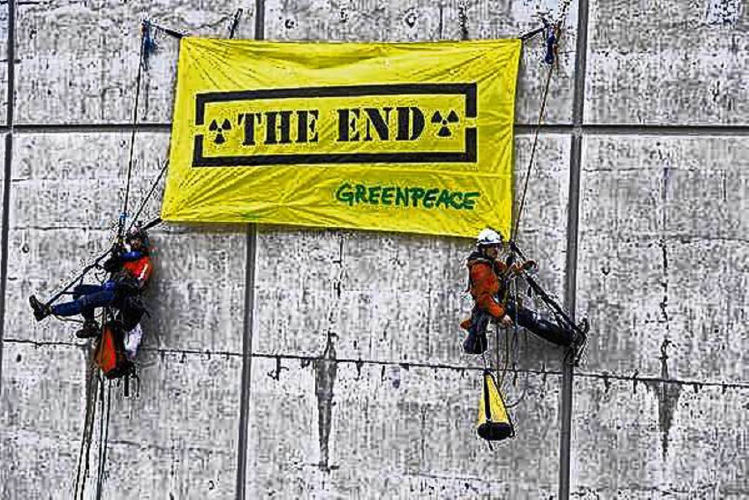 Schon 2014 protestierte Greenpeace am AKW Beznau.  | Foto: Christian Schmutz
