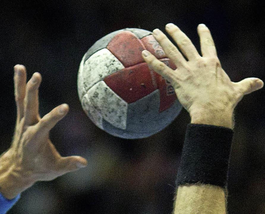 Packenden Handballsport verspricht das...sheimer Kahlenberghalle  stattfindet.     Foto: dpa