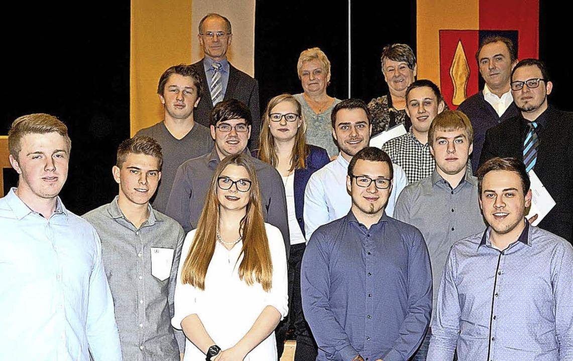 Bürgermeister Joachim Ruth konnte wieder etliche Bürgerinnen und Bürger ehren.  | Foto: Jürgen Schweizer