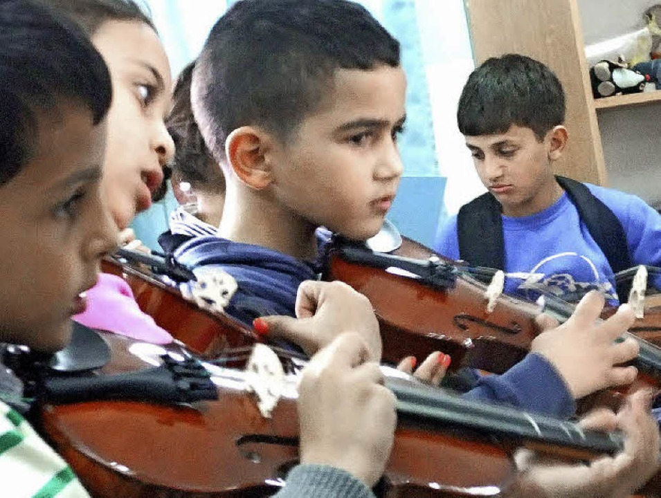 Mädchen und Jungs ist egal, gemeinsam ... Palestine von Grundschülern musiziert  | Foto: Ulla Philipps-Heck