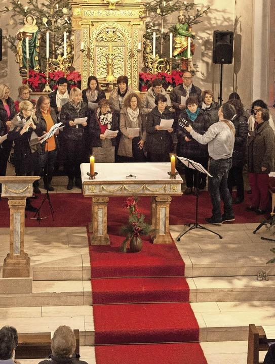 In der Kirche Mariä Heimsuchung in Sug...tchor unter Leitung von Georg Mattes.     Foto: Gabriele Zahn