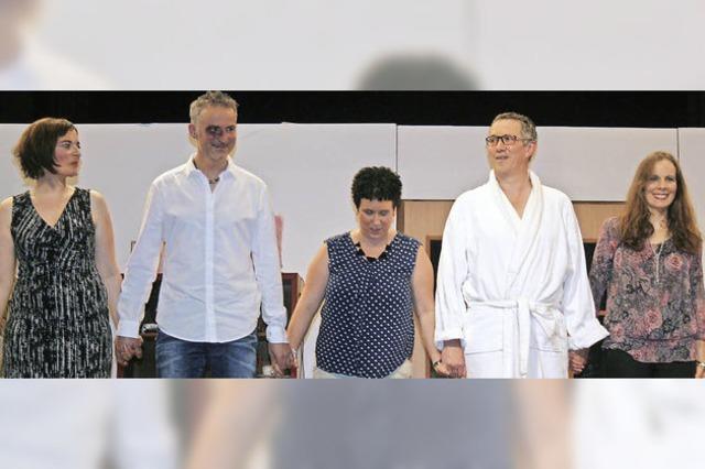 Hunderte Zuschauer lachen mit der Breitnauer Bauernbühne