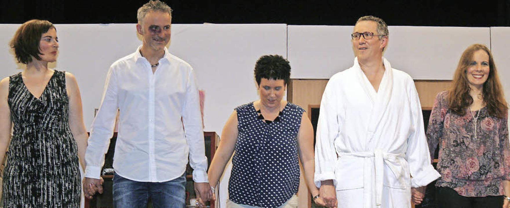 Einen fröhlichen Start in das neue Jah...eutz (von links) den Theaterfreunden.     Foto: Dieter Maurer