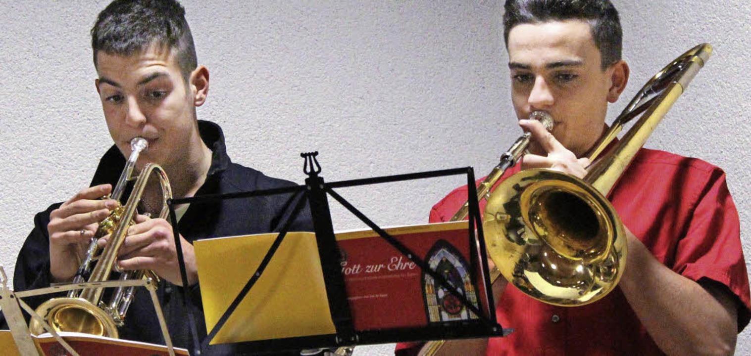 Phil Grauer (links) und Patrick Schöll...r Neujahrsempfang gekonnt musikalisch.  | Foto: Reinhard Cremer