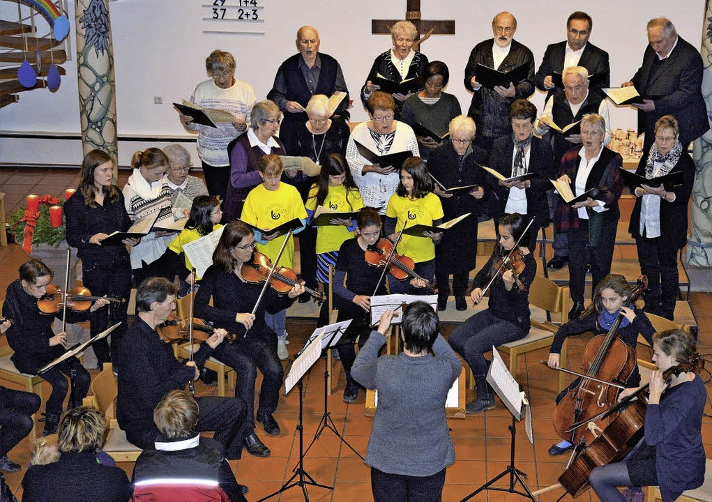 Kirchenchor, Kinderchor und Instrument...tenger in der Johanneskirche Maulburg.  | Foto: Georg Diehl