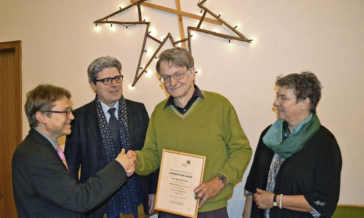 Neben den Wünschen für ein segensreich... und ihr Stellvertreter Peter Bährle.     Foto: Berger