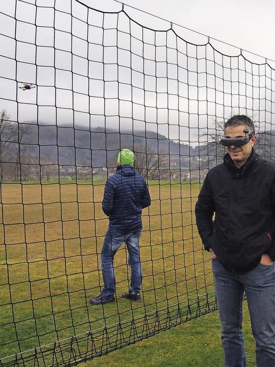 Der Blick  aus  Quadrokopter-Perspekti... Brille sorgte für einige Erheiterung.  | Foto: Gabriele Poppen