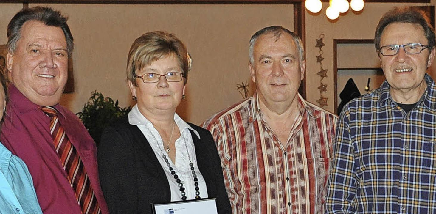 Ehrungen bei der Firma Föhrenbach: von...nn Günter (15) und Sabrina Greif (10).  | Foto: Privat