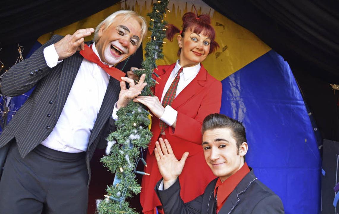 Beim Lörracher Weihnachtszirkus engagi...ana und Nikita  Boutique (von links).     Foto: Barbara Ruda
