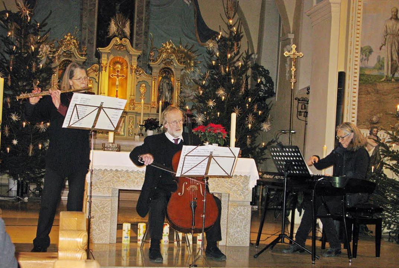 Musik zum Innehalten zwischen den Jahr... und Ursula Wäschle-Weiger in Bernau.   | Foto: sub