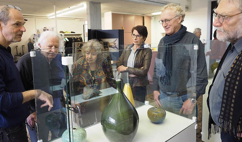 Bei der Finissage erläuterte der Präsi...ifka. Zweiter von links: Erwin Rehmann    Foto: Hans Christof Wagner