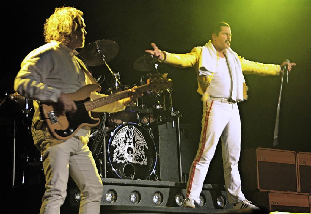 Original oder Fälschung? Für zweieinha...on der Queen-Revival-Band begeistern.   | Foto: Jörn Kerckhoff