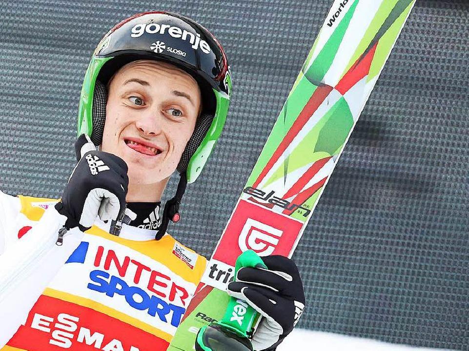 Sieger In Innsbruck und dem Gesamtsieg ganz nahe: Peter Prevc aus Slowenien  | Foto: dpa