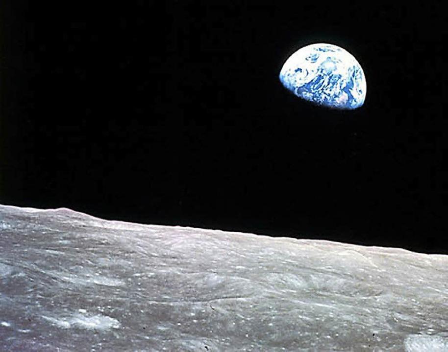 Wohnen mit Fernblick – folgt auf...ion ISS einInternationales Mond-Dorf?     Foto:  dpa