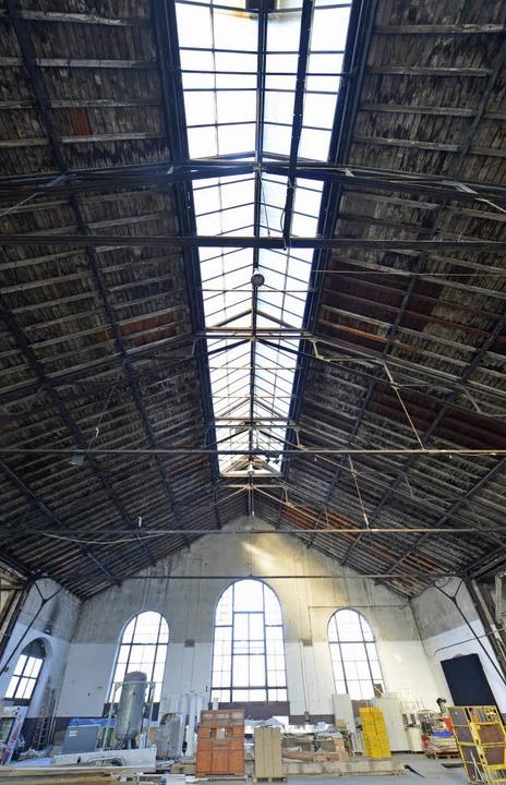 Die alte Lokhalle auf dem Güterbahnhof...tur aus der Zeit der Jahrhundertwende.  | Foto: Michael Bamberger