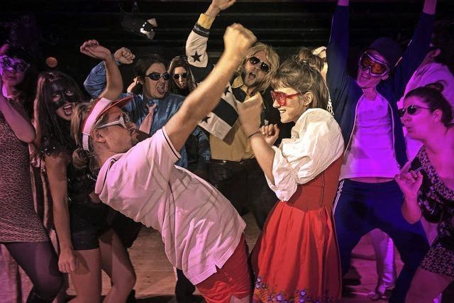 Studierende der Freiburger Schauspielschule spielen