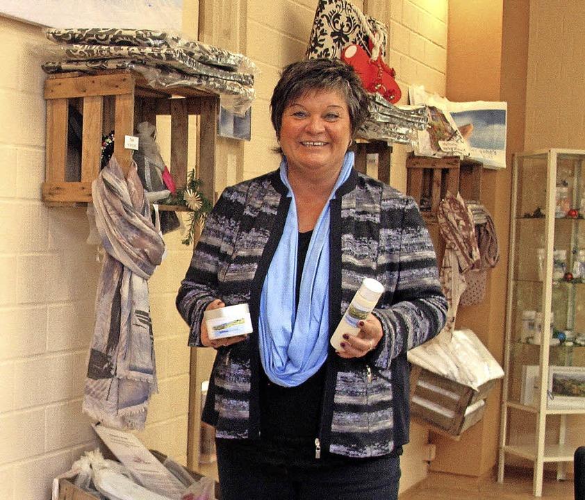 Die Geschäftsführerin der Balinea Ther...ris Räuber, im neuen Shop der Thermen.  | Foto: Jutta Schütz