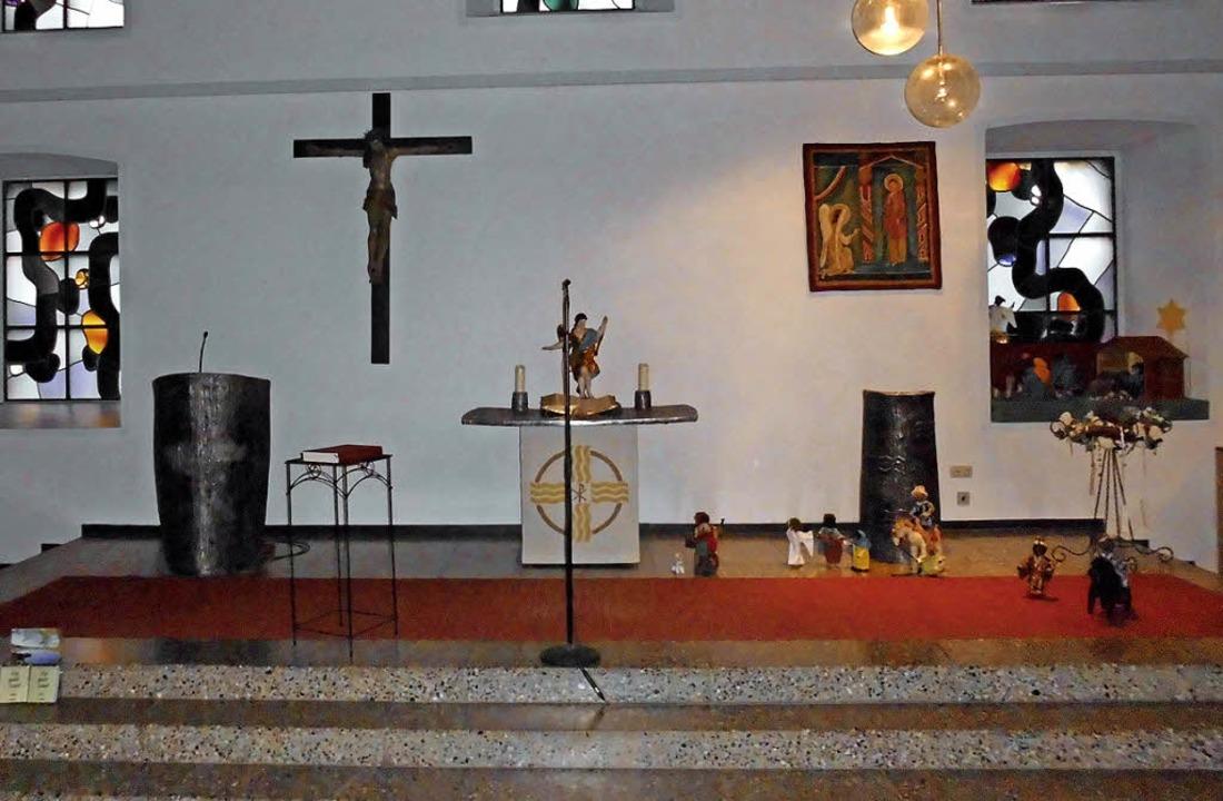 Altar, taufstein und Kanzel in der Nik...Brombacher Bildhauer Rudolf Scheurer.   | Foto: Daniel Scholaster