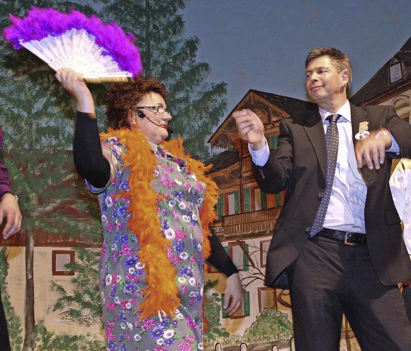 Fahrnaus Narren nehmen beim Zunftabend...gefiederten Diskoqueens im Jahr 2013.     Foto: Anja Bertsch