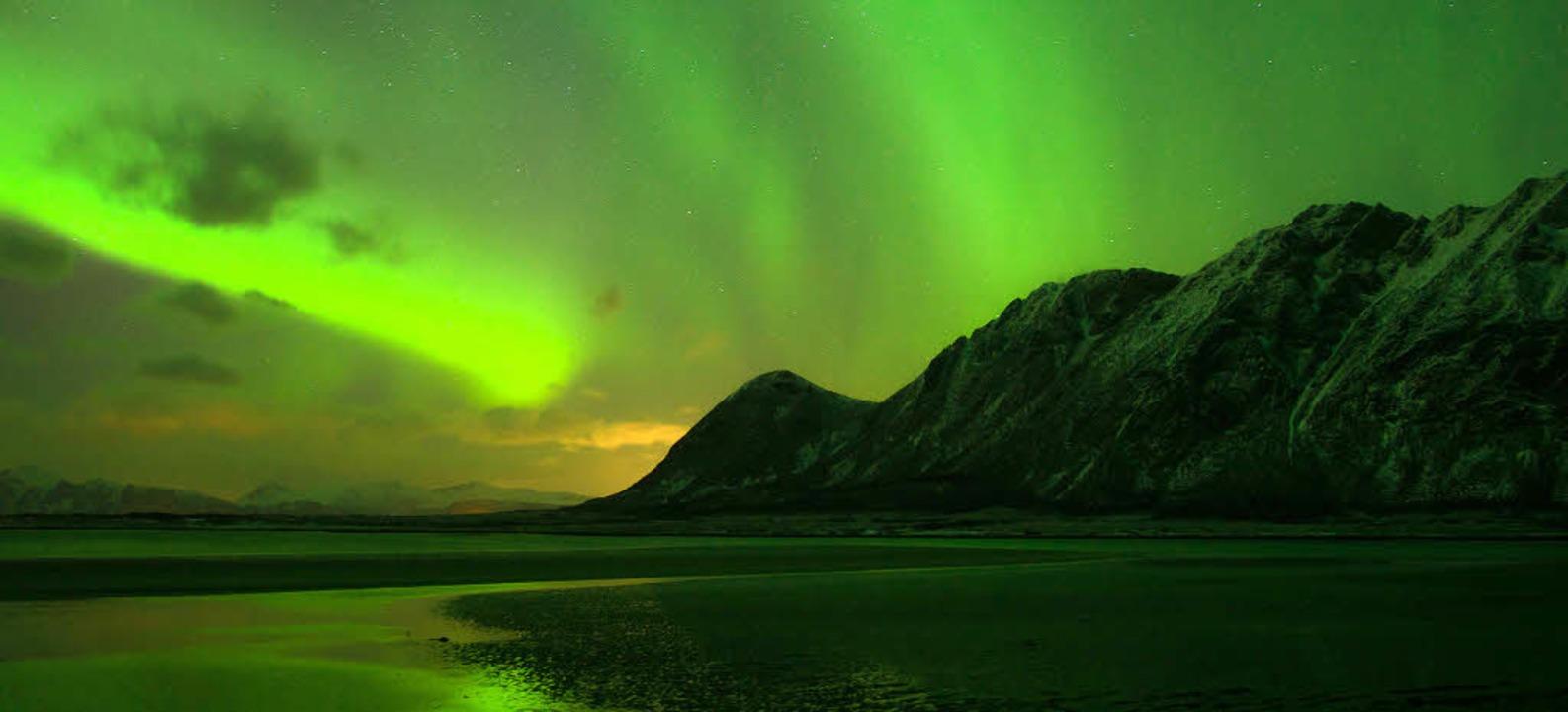 Die Inselgruppe der Lofoten liegt nörd...icht durch spektakuläre Lichtmomente.   | Foto: Achim Käflein