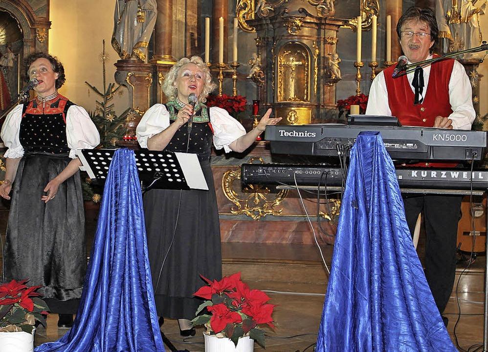 Das Trio Seitz brachte Licht und Wärme in den Kirchenraum.  | Foto: Adelbert Mutz
