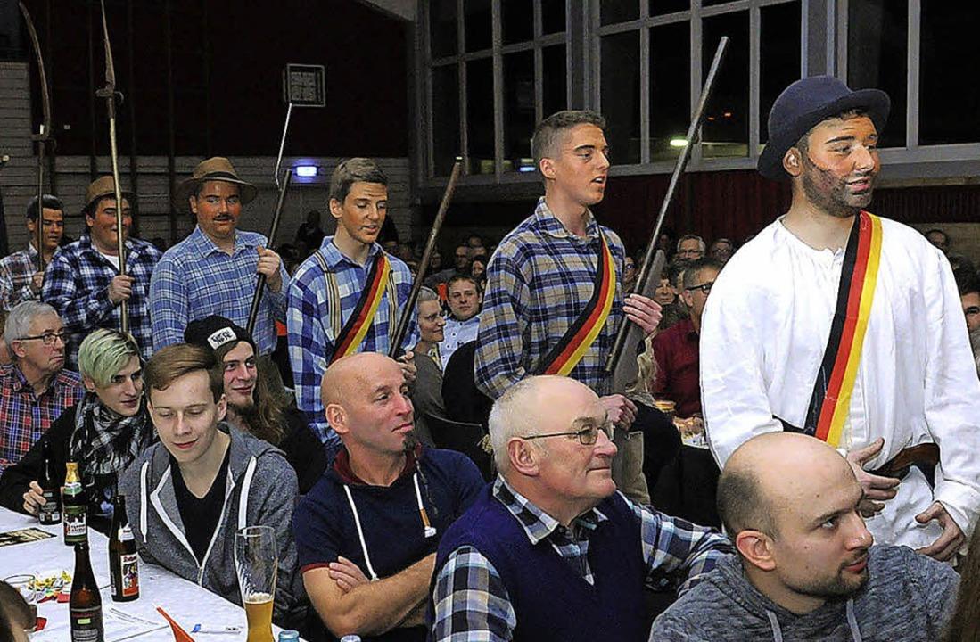 Hecker zieht mit seinen Anhängern in Lenzkirch ein.  | Foto: WOLFGANG KUENSTLE