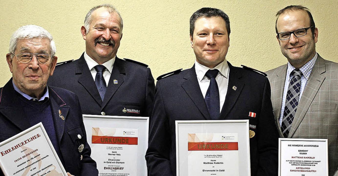 Ehrungen bei der Feuerwehr (von links)...ias Kaderlin und  Alexander Schröder.     Foto: hans spengler