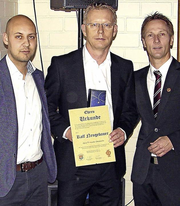 Ralf Neugebauer (Mitte) wurde von den ... Grüninger, rechts: Michael Metzger.    | Foto: Privat