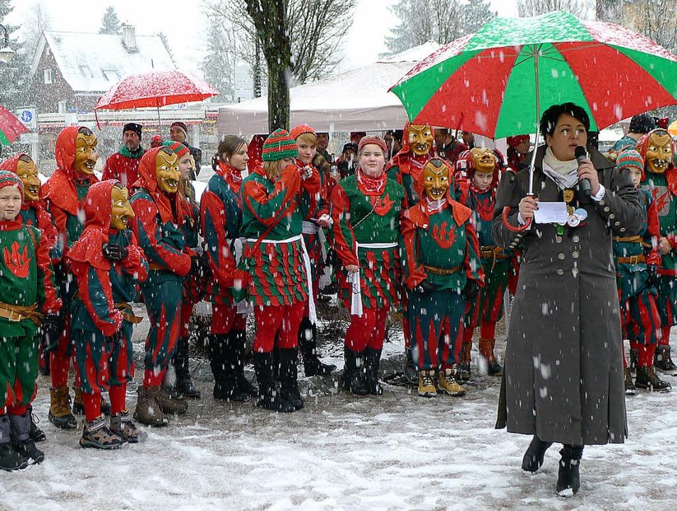 Stolz präsentierte die Zunftmeisterin ...eemer Narrensamen zur Fasneteröffnung.  | Foto: Eva Korinth