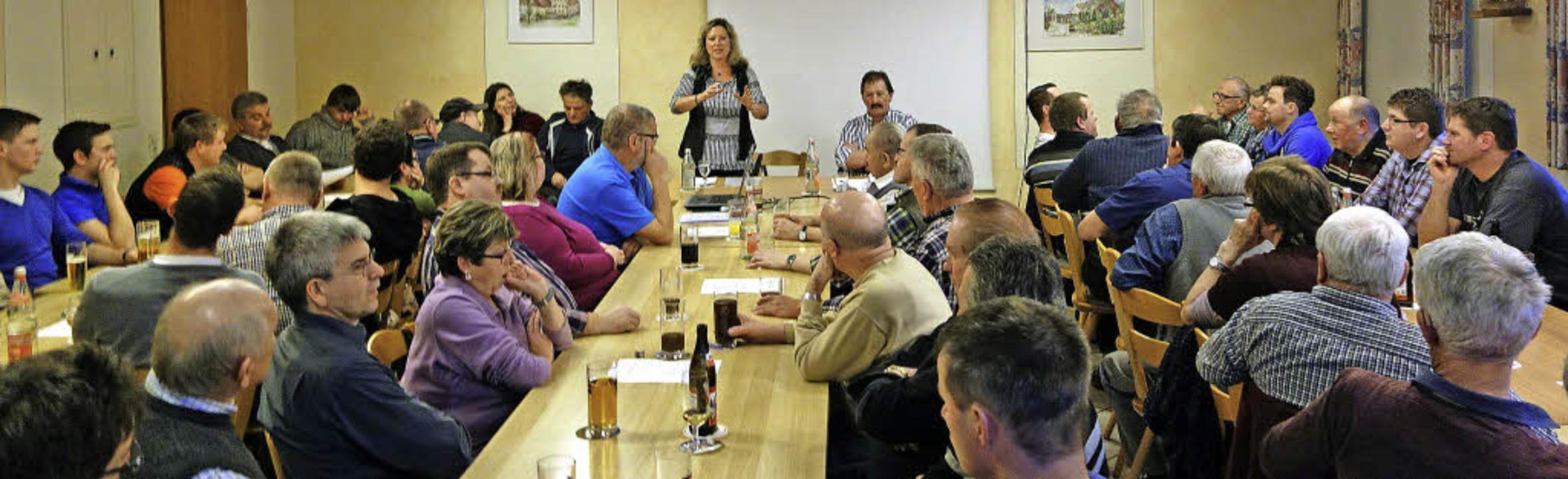 Bürgermeisterin Isolde Schäfer erläute...aushalt.                                  Foto: andreas mahler