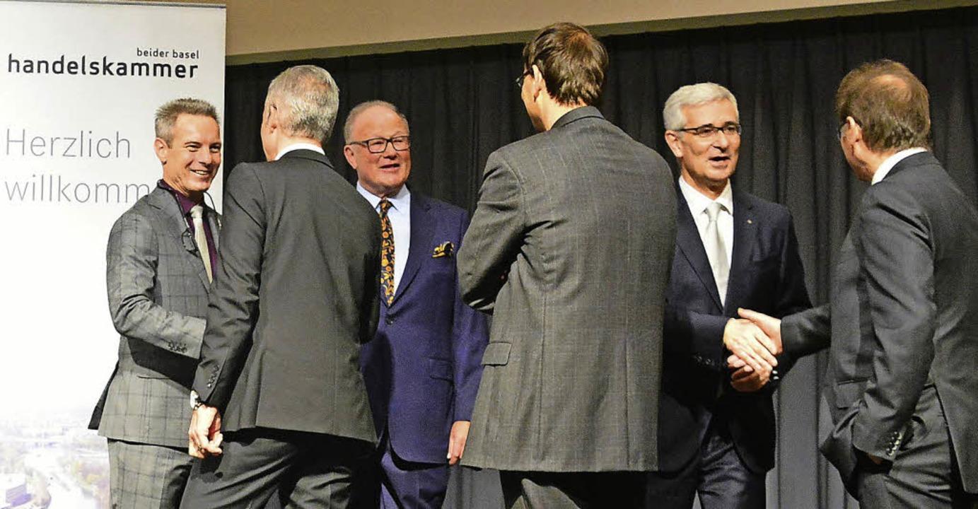Franz Saladin, Thomas Staehelin und Sa...rsempfang  jeden Gast per Handschlag.     Foto: Annette Mahro