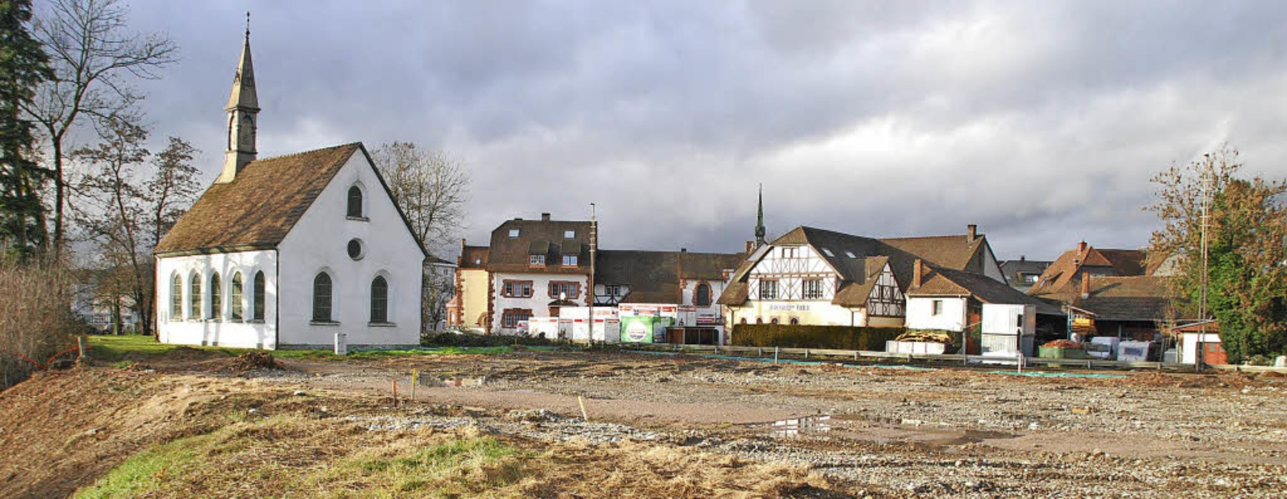Das Baufeld ist bereitet, direkt neben...en die Bauarbeiten für  62 Wohnungen.     Foto: Ralf Staub