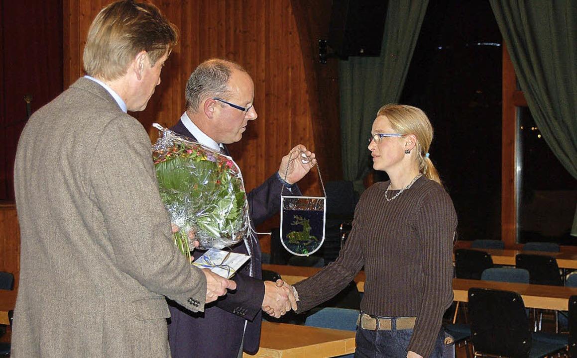 Bürgermeister Rainer Fritz und Ortsvor...e Bewirtung im Kurhaus Menzenschwand.   | Foto: Claudia Renk