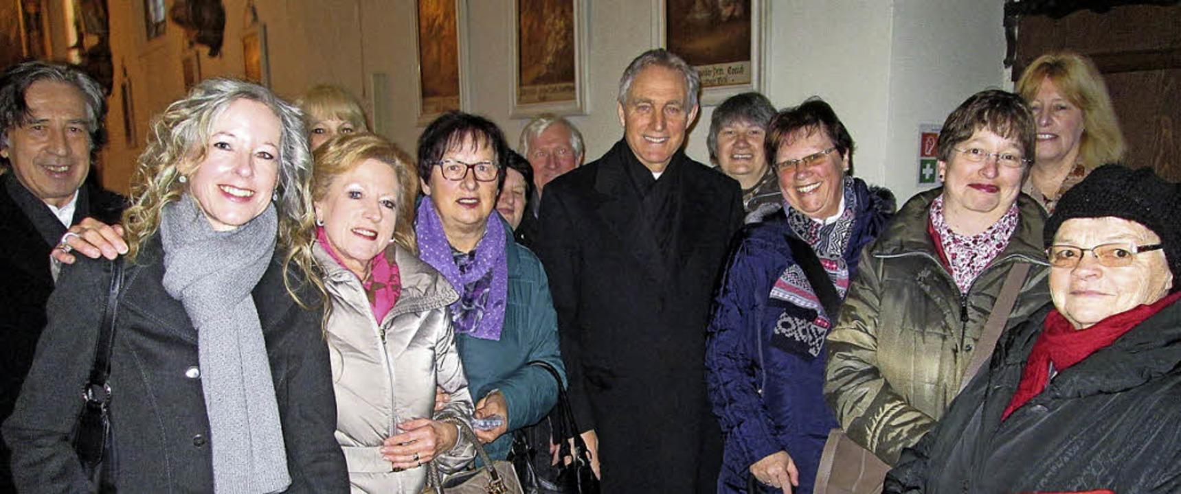 Erzbischof Dr. Georg Gänswein weilte e...Gottesdienste waren alle gut besucht.   | Foto: Elisabeth Baumeister
