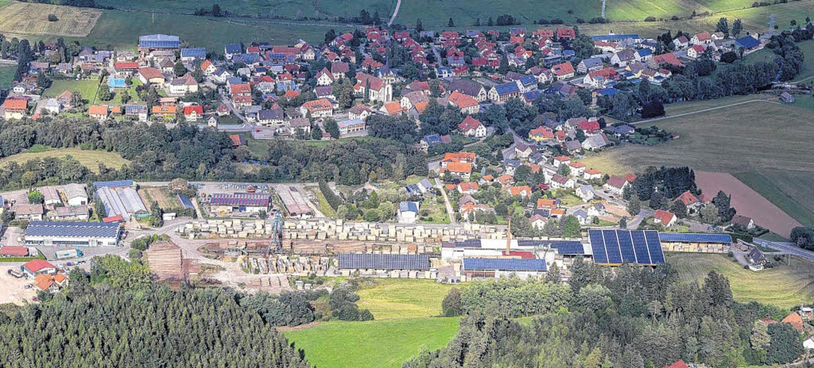 Enorme Dimensionen hat das Gewerbegebiet Längefeld in Wolterdingen erreicht.     Foto: Hans-Jürgen Götz