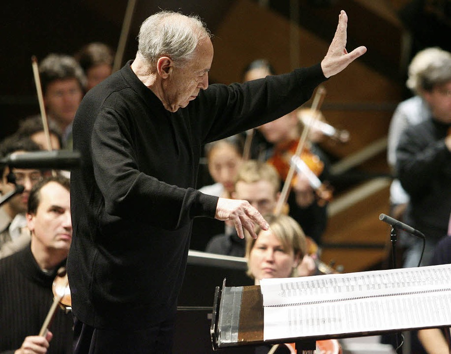 Mit Präzision, aber ohne Taktstock: Pi...fonieorchesters 2008 in Donaueschingen    Foto: dpa