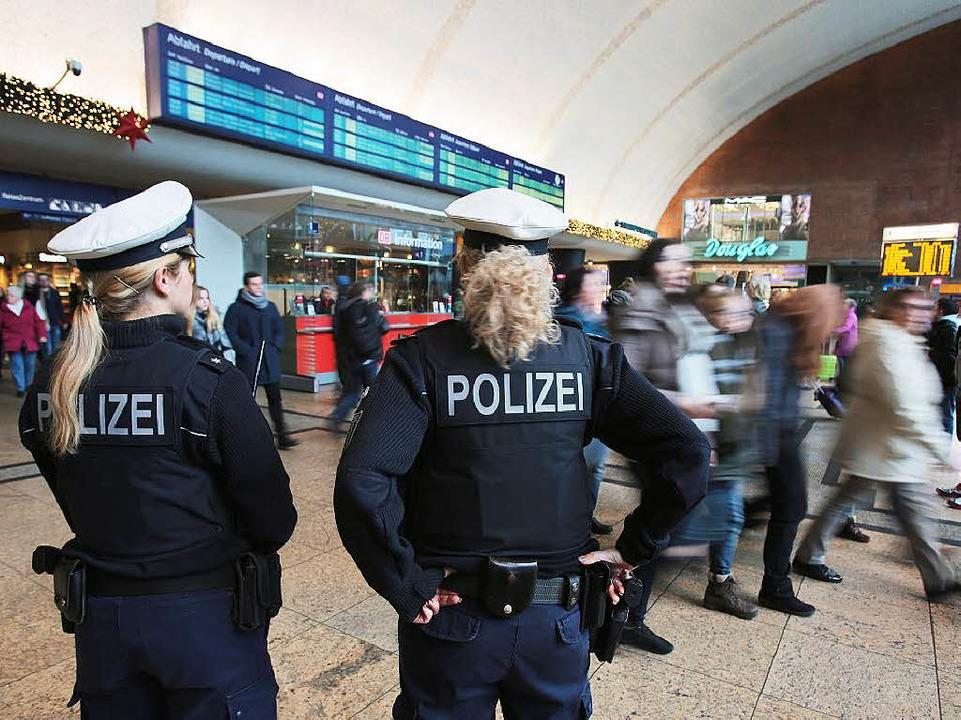Nach den massenhaften Übergriffen auf ... die Polizei 16 Verdächtige ermittelt.    Foto: dpa