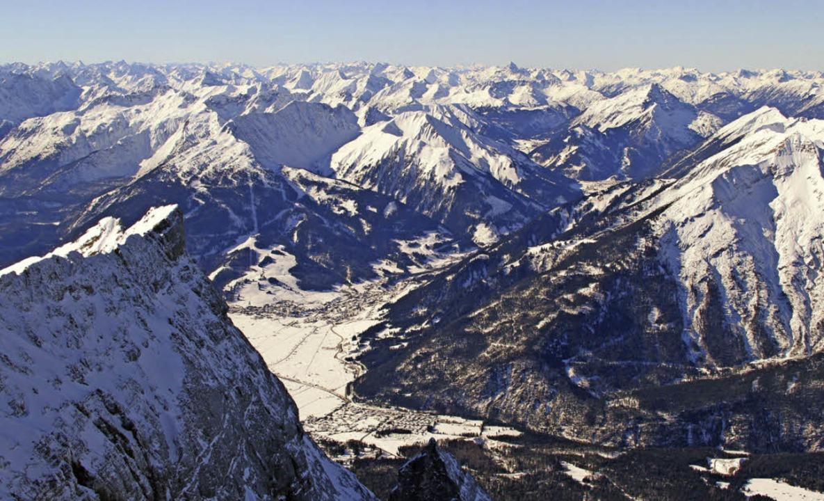 Der Winter ist da: Jetzt fehlen nur noch die passenden  Ski.    Foto: dpa-tmn