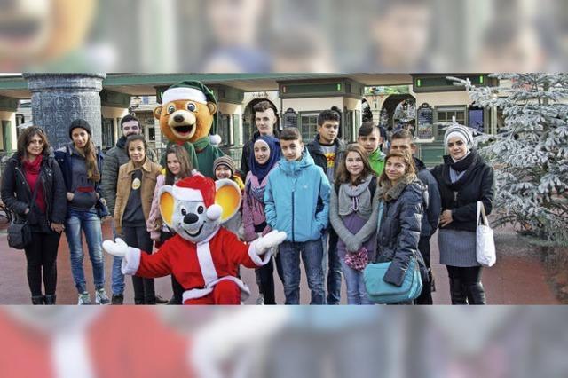 Junge Flüchtlinge ein Tag im Winterwunderland