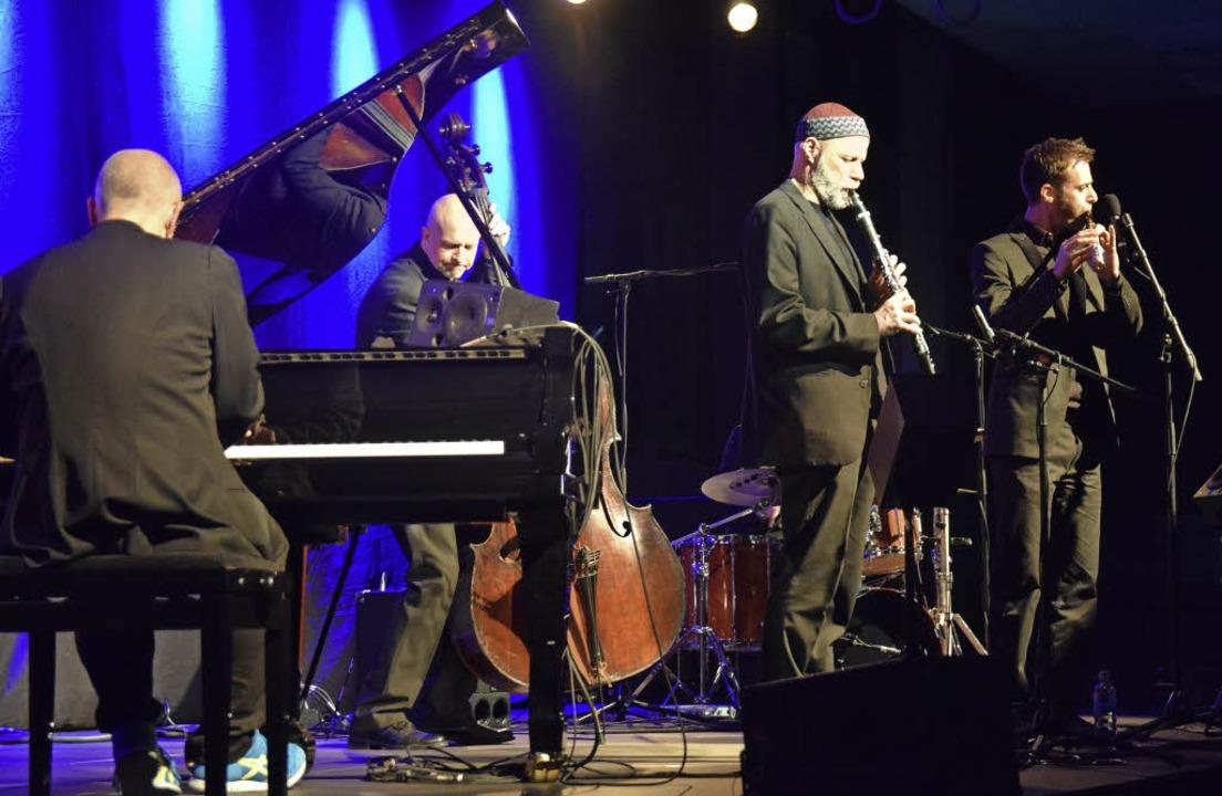 Zogen das Publikum in ihren Bann: Kols... am Piano und Daniel Fricker am Bass.   | Foto: Beatrice Ehrlich