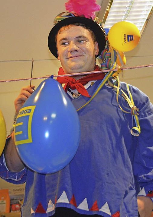 Tobias Isele ließ bei der Luftballonpo...llons zum richtigen Zeitpunkt platzen.    Foto: Cornelia Selz