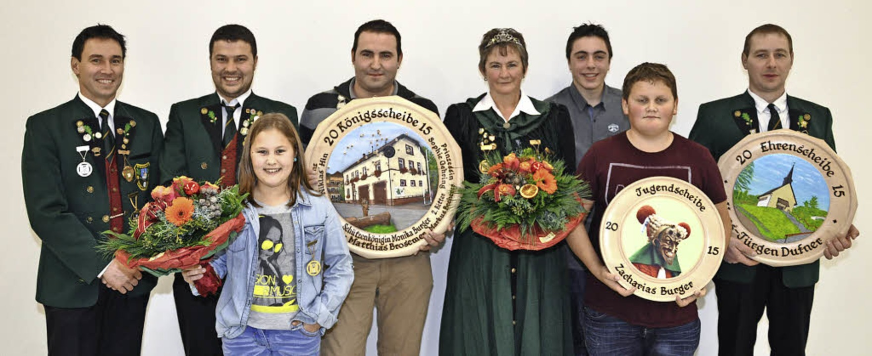 Die neue Königsfamilie der Biederbache...Burger, Hans-Jürgen Dufner (von links)  | Foto: Verein