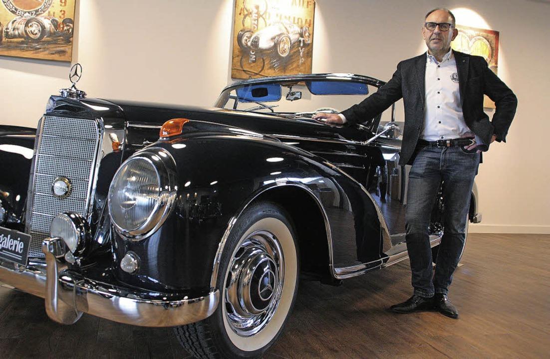 Am liebsten mit Stern: Jürgen Strasser...en   Mercedes 300 SC Cabrio von 1959.   | Foto: Jörn Kerckhoff