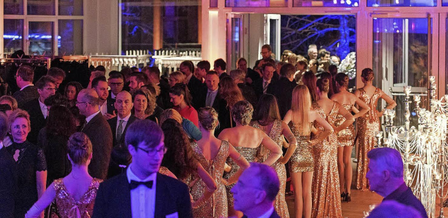 Hunderte von Gästen kamen zur Eröffnun...uen Ballhauses auf dem Ganter-Gelände     Foto: Florian Forsbach