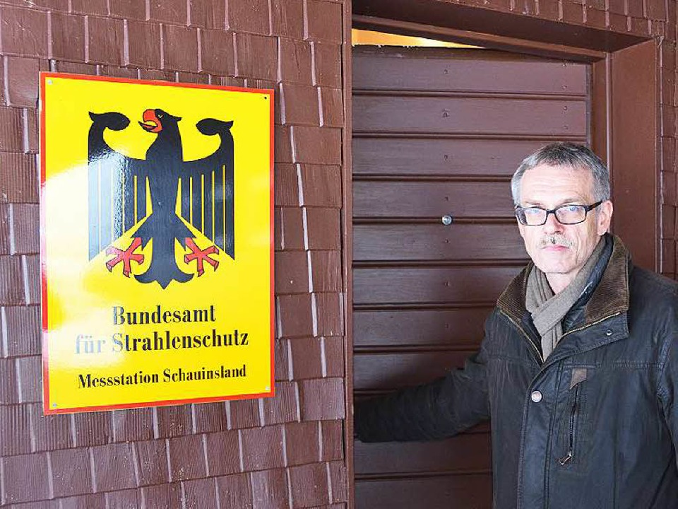 Strahlenschützer Stöhlker an der Messstation  Schauinsland  | Foto: Franz Schmider
